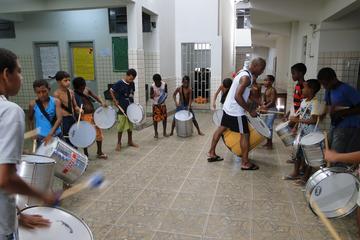 Aula de percussão brasileira em...