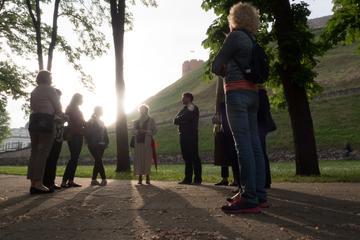 Tour serale a piedi privato dei fantasmi a Vilnius