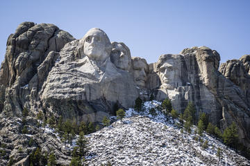 Day Trip Winter Mt Rushmore Safari Tour near Keystone, South Dakota