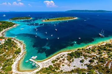 Private 3 islands Tour With Speed boat to Blue Lagoon and Solta from Split