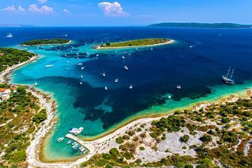 Recorrido en barco de medio día a la Laguna Azul y Trogir desde Split