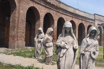 Excursão a pé pelos antigos cemitérios de Santiago