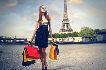 Journée de shopping à Paris en voiture de luxe