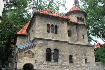 Small-Group Historic Jewish Quarter Walking Tour in Prague