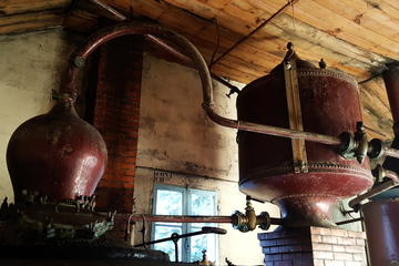 Private Guided Tour of Cognac House, Distillery and Cooperage from Angouleme