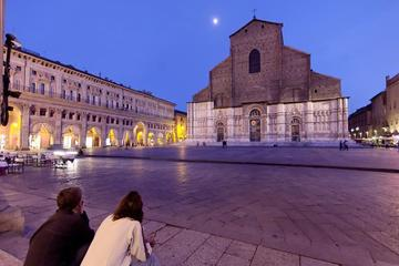 Food and Wine Walking Tour in Bologna