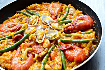 Traditional Paella Home Cooking Class in Barcelona