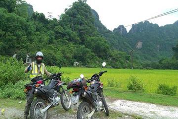 ドンラム村と寺院を巡るハノイ発1日バイク ツア…