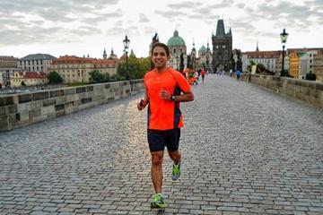 Hardlooptour van het centrum van Praag naar kasteel Karlstejn, hop-on ...