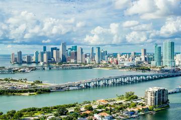 Recorrido aéreo al atardecer: Miami...