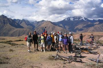 Excursão de mountain bike às minas de sal de Maras e Moray