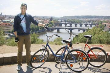 Recorrido por la ciudad de Praga para grupos pequeños en bicicletas...