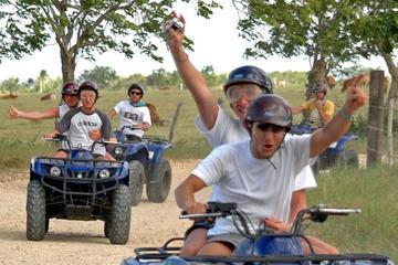 Excursión en un vehículo todoterreno 4x4 en Punta Cana a la playa de...