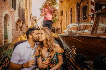 ヴェネツィアのゴンドラ遊覧での写真撮影