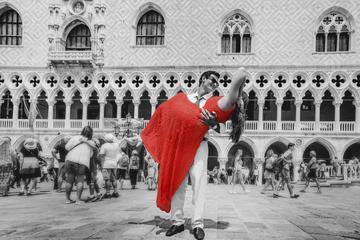 Sesión de fotos privada en Venecia con paseo en góndola