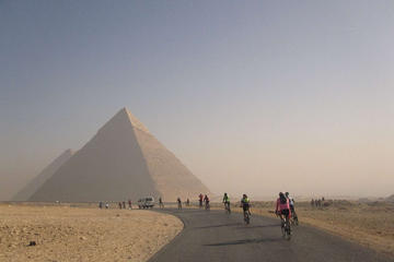Private Layover Day Tour from Cairo to of Giza Pyramids and Egyptian museum