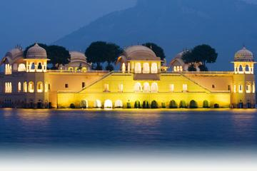 Private 2-Day Tour to Jaipur from Delhi by Train with Amber Fort