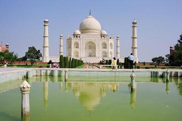 Taj Mahal and Agra Private Day-Tour from Kolkata Including Return Flight