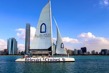 Bootstour bei Sonnenuntergang mit dem Katamaran ab Abu Dhabi