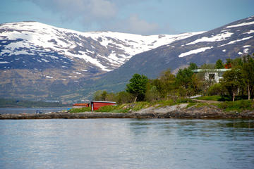 Sightseeing 3 Islands with Cabincruiser in Tromso