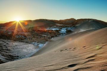 Excursão para grupos pequenos pelo Valle de la Luna com pôr do sol...
