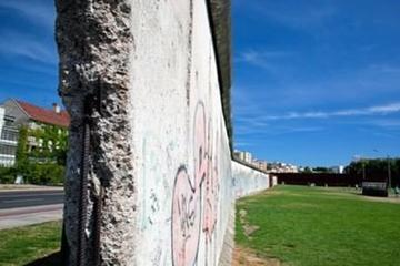 Private Half-Day Walking Tour: Berlin Wall, Cold War and Checkpoint Charlie