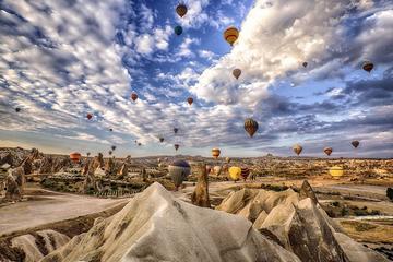 Passeio de balão de ar quente na Capadócia com city tour de dia...