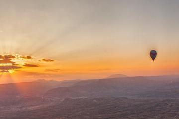 Voo de balão de ar quente pré-nascer do sol em Capadócia