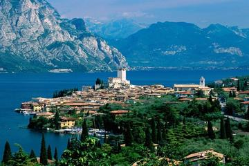 Private Tour: Lake Garda with Sirmione and Franciacorta Outlet Day Trip from Milan