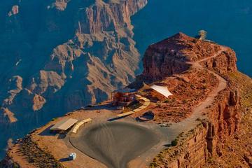 Circuit en autocar sur le plateau ouest du Grand Canyon au départ de...