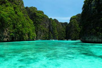 Visite au petit matin de l'île Phi Phi en hors-bord au départ de...