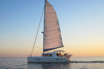 Crucero al atardecer en Caldera Catamaran Gold