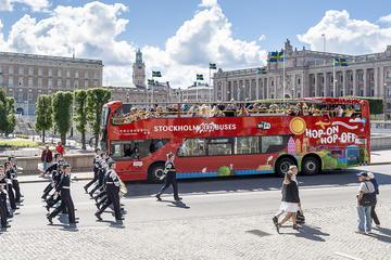 24-timmarsbiljett till röd hoppa på/hoppa av-buss i Stockholm