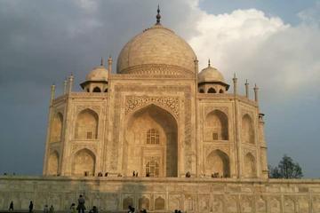 Guided Sunrise Tour of the Taj Mahal From Delhi