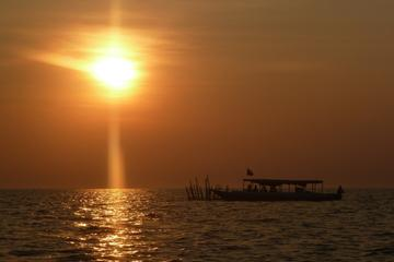 Sunset Dinner Tour on Tonle Sap Floating Village Including Boat Tour