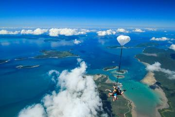 Salto duplo de paraquedas em Airlie Beach