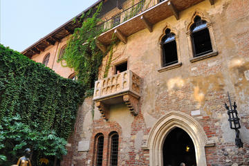 Verona Private Guided Tour with Amarone Wine Tasting