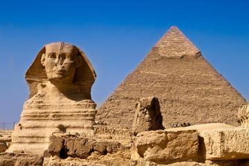 Recorrido privado de medio a las pirámides de Guiza desde El Cairo...