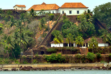 On a Fort Trail in Goa with an Archaeologist