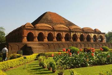 Terracotta temples, Baluchari saree weaving & Pottery- Day trip from Kolkata