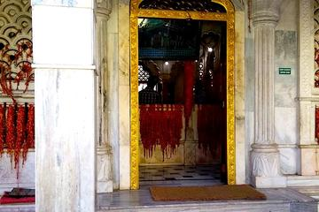 The story of Pune through a Palace, a dargah and 2 temples