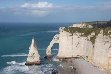 Small group trip to Normandy and visits to historical places including lunch and tastings of liqueur and calvados