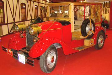 Excursão clássica em Bucarest em um carro vintage