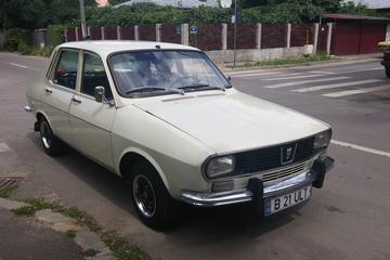 Excursão comunista em Bucareste em um carro vintage