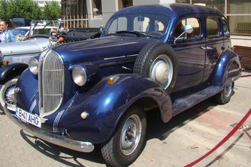 Excursão em Bucareste Entre-guerras em um carro vintage