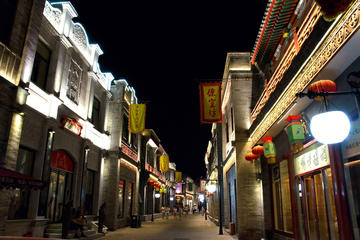 Private Tour: Tiananmen Area Night Walk with Lao She Teahouse Show