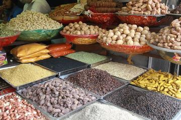Visit to a Spice and Vegetable Market in Delhi including a Cooking...