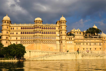 Udaipur Guided City Day Tour: City Palace, Jagdish Temple, and Lake...