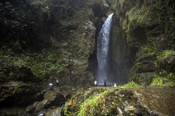 Private Tour: Cordoba Waterfalls Hiking Adventure from Armenia