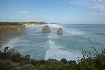 Overnight Great Ocean Road Tour from Melbourne Including Memorial Arch, Twelve Apostles, and Loch Ard Gorge